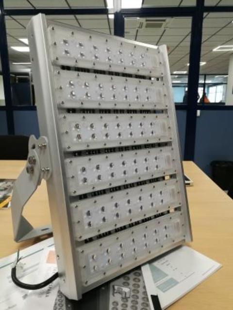 Grupo Empresarial PLAZALED - FOCO LED TENIS Y PADEL - PLAZALED rótulos led electrónicos, pantallas led electrónicas